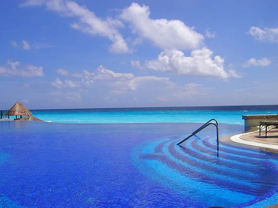 Infinity Pool Le Meridien Cancun Resort