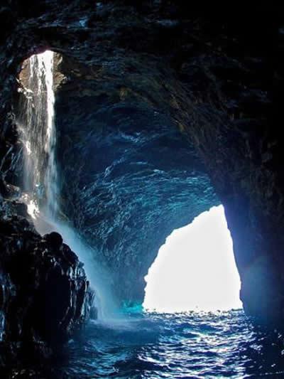 Waiahuakua Cave Waterfall
